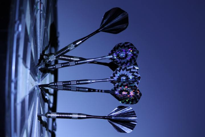 https://www.pexels.com/de/foto/sport-spiel-darts-dartscheibe-70459/